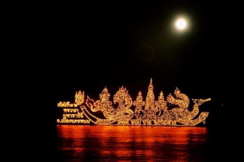 Illuminated-boat-Procession-1